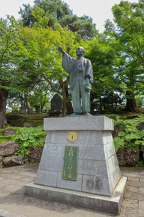 米沢市上杉神社の上杉鷹山公銅像の写真素材 [FYI01202178]