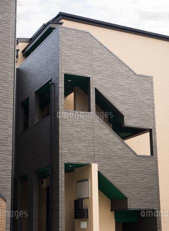 アパートの外階段の写真素材 [FYI01202462]