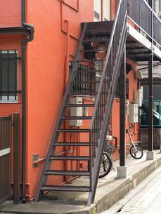 アパートの外階段の写真素材 [FYI01202463]