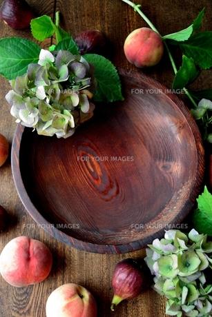 桃と無花果と紫陽花の写真素材 [FYI01203217]