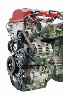 取り外した自動車のエンジンの写真素材 [FYI01203251]