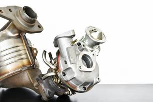 ターボエンジンの排気系部品の写真素材 [FYI01203285]