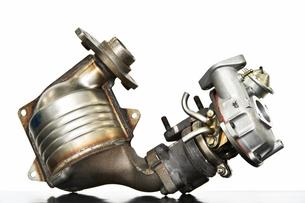 ターボエンジンの排気系部品の写真素材 [FYI01203286]