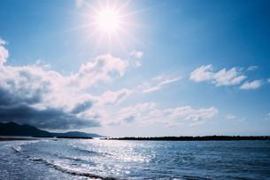 真夏の昼間の日本海の写真素材 [FYI01203315]