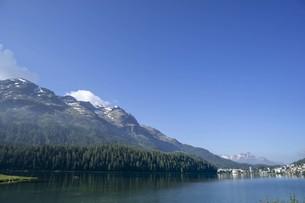 空と雲と山と湖の写真素材 [FYI01203453]