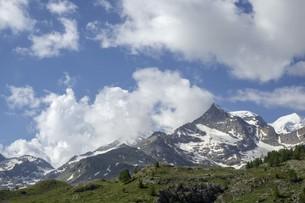 空と雲と山の写真素材 [FYI01203454]