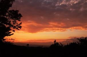 夜明けの色 ・ この地球では いつもどこかで 朝が始まっている…(谷川俊太郎 「朝のリレー」より)の写真素材 [FYI01203569]
