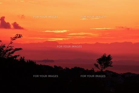 夜明けの色 ・ この地球では いつもどこかで 朝が始まっている…(谷川俊太郎 「朝のリレー」より)の写真素材 [FYI01203570]