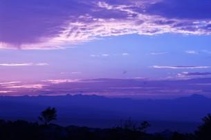 夜明けの色 ・ この地球では いつもどこかで 朝が始まっている…(谷川俊太郎 「朝のリレー」より)の写真素材 [FYI01203571]