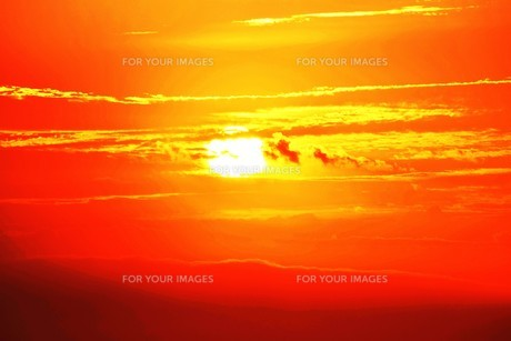 夜明けの色 ・ この地球では いつもどこかで 朝が始まっている…(谷川俊太郎 「朝のリレー」より)の写真素材 [FYI01203576]