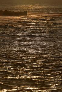 宮古島/朝焼けの海の写真素材 [FYI01203680]
