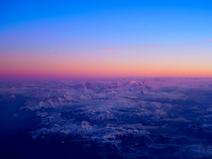 ロシア上空からみた朝焼けの写真素材 [FYI01203952]