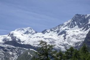 初夏の山岳風景の写真素材 [FYI01204118]