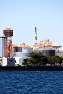 港の重工業地帯の写真素材 [FYI01204295]