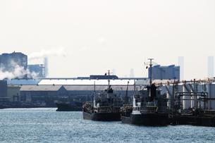 港の重工業地帯の写真素材 [FYI01204302]