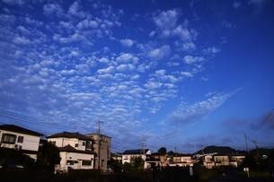 夜明けのシルエットと雲 ・ 夜が明ける 悲しみを笑い飛ばして 夜が明ける…(e y 夜明けの歌 より)の写真素材 [FYI01204558]
