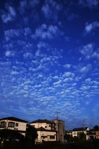 夜明けのシルエットと雲 ・ 夜が明ける 悲しみを笑い飛ばして 夜が明ける…(e y 夜明けの歌 より)の写真素材 [FYI01204563]