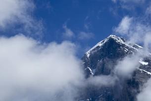 青い空と雲と頂上の写真素材 [FYI01204759]