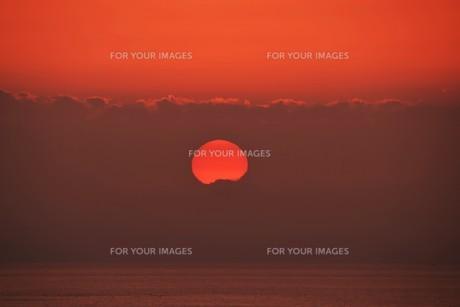夜明け(日の出)の光景 ・ 大自然の美しさに息をのむ瞬間…の写真素材 [FYI01204897]