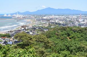 上越市 桜ロードの展望台から見る米山2の写真素材 [FYI01205159]