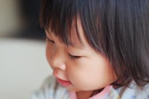 子供の横顔の写真素材 [FYI01205276]
