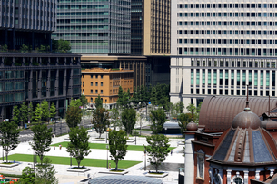 東京の丸の内のビジネス街の写真素材 [FYI01205670]