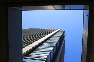 幾何学的なビルの風景の写真素材 [FYI01205677]