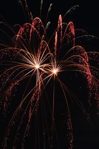 花火大会 ・ 君がいた夏は 遠い夢の中 空に消えてった打ち上げ花火…(Whiteberry 夏祭り より)の写真素材 [FYI01205916]