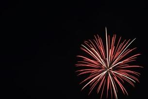花火大会 ・ 君がいた夏は 遠い夢の中 空に消えてった打ち上げ花火…(Whiteberry 夏祭り より)の写真素材 [FYI01205922]