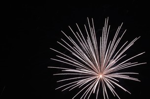 花火大会 ・ 君がいた夏は 遠い夢の中 空に消えてった打ち上げ花火…(Whiteberry 夏祭り より)の写真素材 [FYI01205931]
