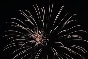 花火大会 ・ 君がいた夏は 遠い夢の中 空に消えてった打ち上げ花火…(Whiteberry 夏祭り より)の写真素材 [FYI01205932]