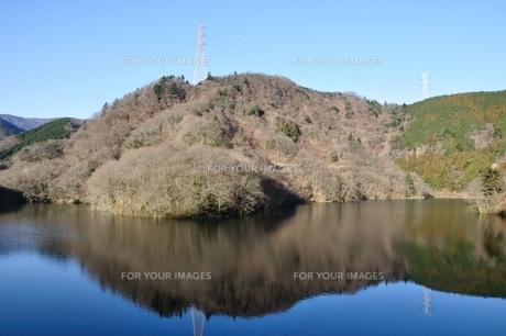 静寂の湖の写真素材 [FYI01206101]