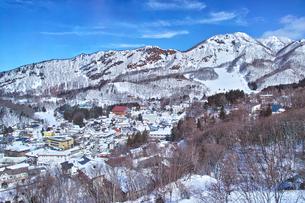 冬の蔵王温泉の風景の写真素材 [FYI01206328]