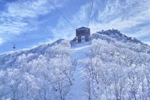 ゴンドラの駅と霧氷の写真素材 [FYI01206337]