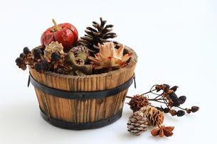秋をイメージしたスティルライフの写真素材 [FYI01206359]