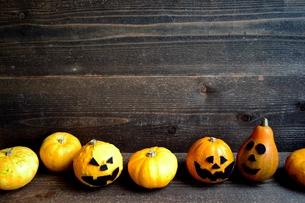 ハロウィンのかぼちゃたちの写真素材 [FYI01206393]