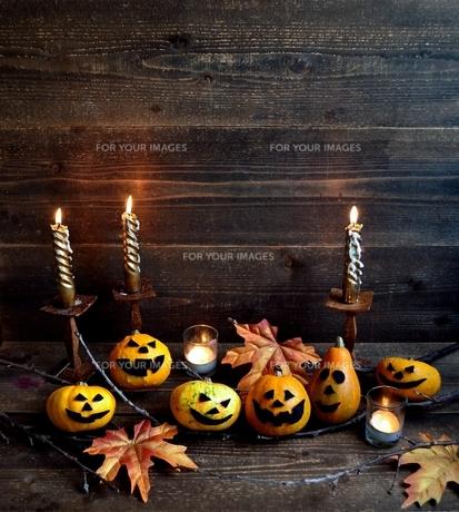 ハロウィンのかぼちゃとキャンドルの写真素材 [FYI01206394]