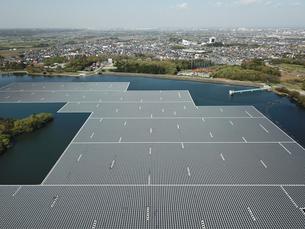 水上の太陽光発電の写真素材 [FYI01206428]