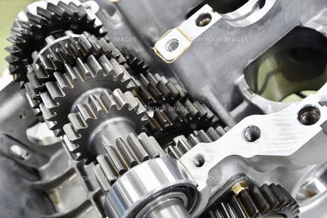 大型バイクエンジンの整備の写真素材 [FYI01206470]