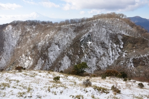 冬の丹沢と富士山の写真素材 [FYI01206713]