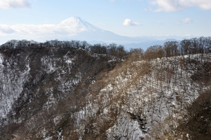 冬の丹沢と富士山の写真素材 [FYI01206714]