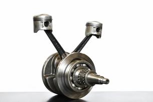 バイクエンジンのクランクシャフトの写真素材 [FYI01206773]