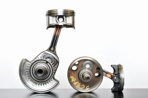 バイクエンジンのクランクシャフトの写真素材 [FYI01206774]