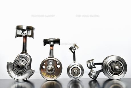 バイクエンジンのクランクシャフトの写真素材 [FYI01206775]