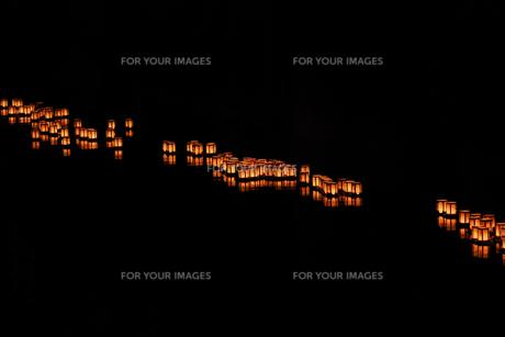 灯篭流しの写真素材 [FYI01206927]
