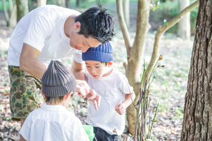 夏の親子の写真素材 [FYI01207036]