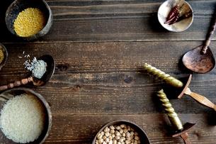 インド料理の食材 豆類と米の写真素材 [FYI01207295]
