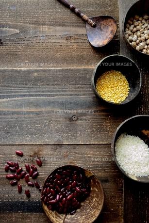 インド料理の食材 豆類と米の写真素材 [FYI01207299]
