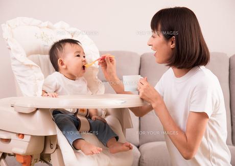 育児・ベビーフードの写真素材 [FYI01207411]