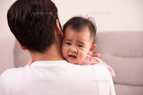 赤ちゃん・泣き顔の写真素材 [FYI01207419]